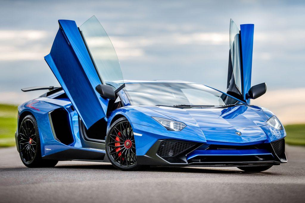 5 things to know, before renting a Lamborghini in Dubai, UAE